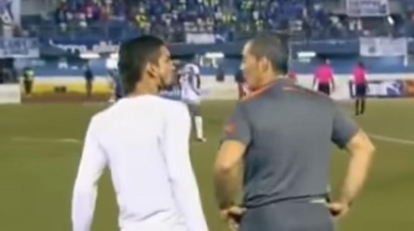 Πέσιμο του παίκτη στον προπονητή που τον έκανε αλλαγή (video)