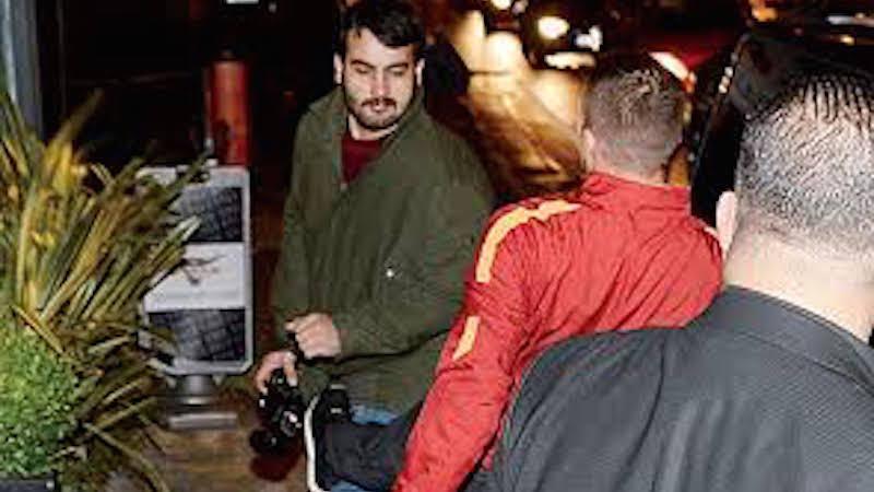 Ο Ποντόλσκι επιτέθηκε με κλωτσιές σε φωτογράφο (pic)