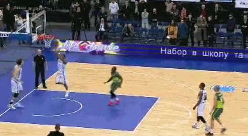 Έβαλε αυτοκαλάθι για να πάει το ματς στην παράταση, αλλά... (video)