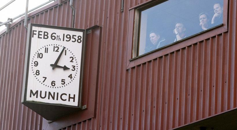 Η Λίβερπουλ θυμήθηκε τα θύματα της Μάντσεστερ Γιουνάιτεντ! (pic)