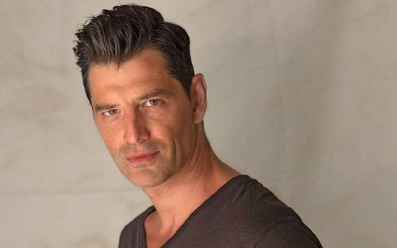Ο Σάκης Ρουβάς παρουσιαστής του X Factor