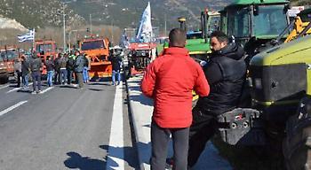 Σκληραίνουν τη στάση τους οι αγρότες -Κλείνουν επ' αόριστον τα Τέμπη την Τρίτη