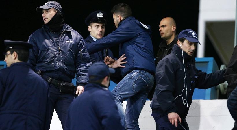 Οπαδοί του Παναθηναϊκού μπήκαν και τους έβγαλαν από το γήπεδο! (pics)