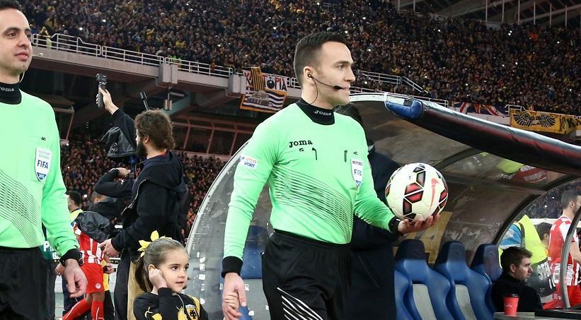 Ποδοσφαιριστής του Ολυμπιακού: «Μα που έκανε λάθος ο Καλογερόπουλος;»
