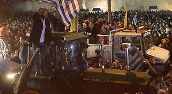Όλα όσα έγιναν στο συλλαλητήριο των αγροτών - Οι γκλίτσες των Κρητικών έγιναν σύμβολο (pics)