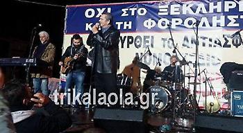 Ο Μαργαρίτης με τους αγρότες-«Πεθαίνω για σένα και ας είσαι απάτη» τραγούδησε μπροστά από τη Βουλή