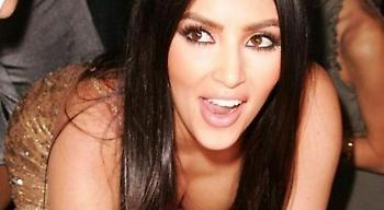 Kim Kardashian: Η σιθρού μπλούζα της έκανε τα φλας να πάρουν «φωτιά»