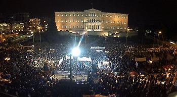 Οι αγρότες στο μπλόκο του Συντάγματος, «βούλιαξε» η πλατεία (pics-vids)
