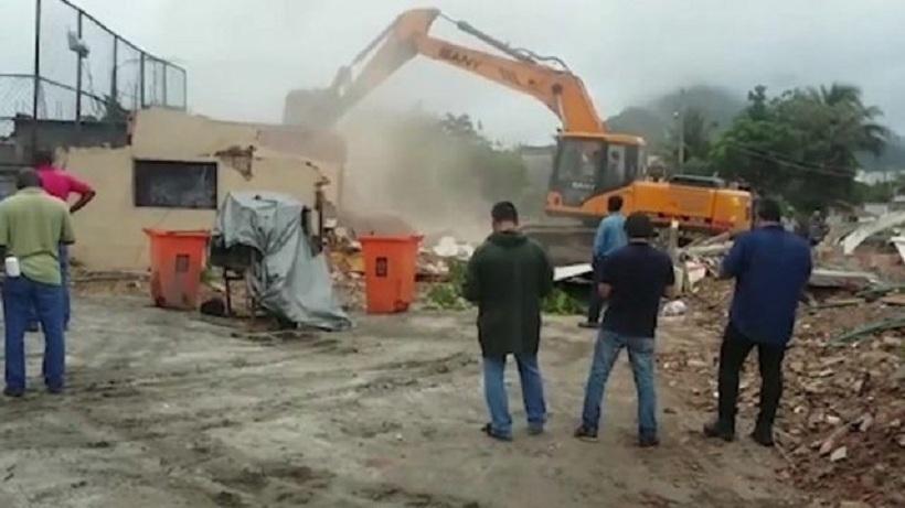 Απίστευτο: έχτισαν γύρω από το σπίτι του Ολυμπιακές εγκαταστάσεις! (video)