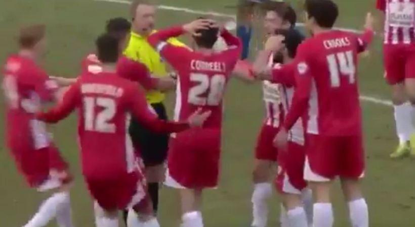 Δεν γίνονται αυτά: Σφύριξε λήξη ενώ… έμπαινε γκολ! (video)