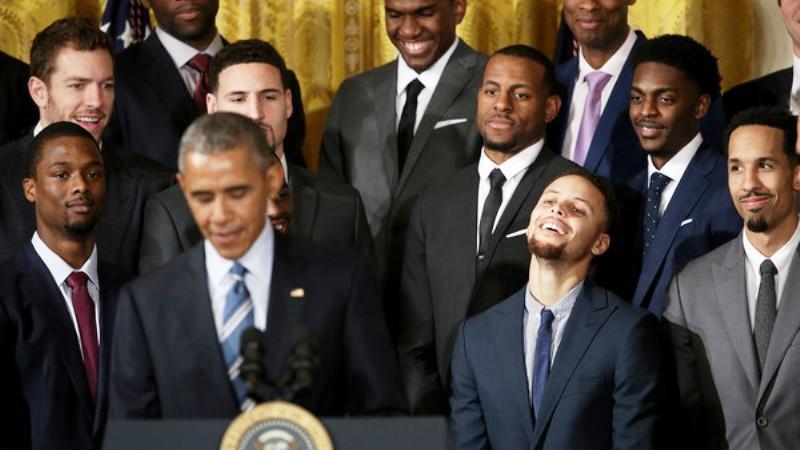 Υποκλίθηκε στον Κάρι ο Ομπάμα