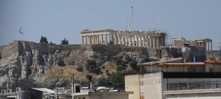 Telegraph: Η Ελλάδα παραμένει λίγο πριν τη συντριβή -Πρέπει να την αφήσουν να χρεοκοπήσει