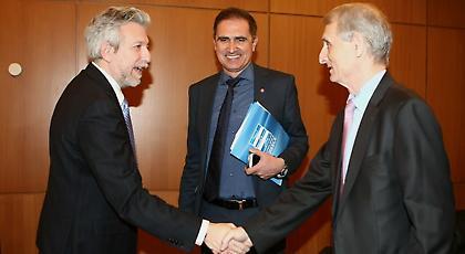 Grexit, δράμα και κάργα «εκβιασμοί»