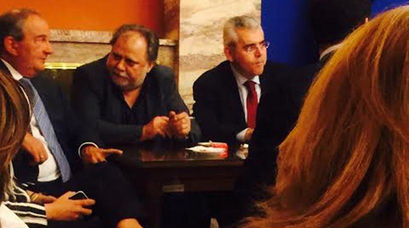 «Πηγαδάκι» με τον Κωνσταντίνο Καραμανλή στο καφενείο της Βουλής