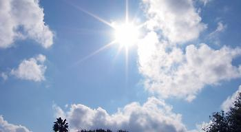 Καιρός: Ηλιοφάνεια και υψηλές θερμοκρασίες σε όλη τη χώρα το τριήμερο