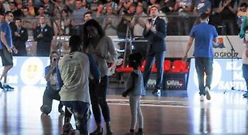 Παίκτης της Νεπτούνας έκανε πρόταση γάμου στην κοπέλα του πριν τον τελικό (video)