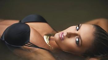 Η Κάρα Ντελ Βίνο θα σας αφήσει με ανοιχτό στόμα (pics)