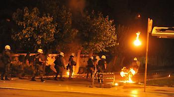 Επίθεση με μολότοφ κατά ανδρών των ΜΑΤ στην Πατησίων