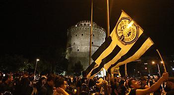 «Ασπρόμαυρο» πάρτι στον Λευκό Πύργο (pics)