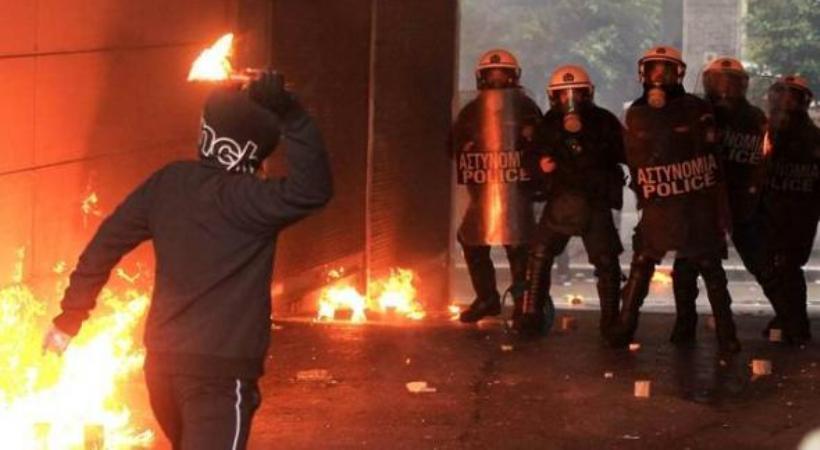 Ενέδρα σε οπαδούς του Ολυμπιακού και άγριες συγκρούσεις με τραυματίες