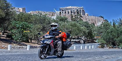 Αθήνα - Τόκιο με Honda Supra-X 125 Helmin