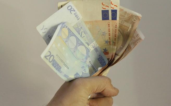 Πόσο μειώνονται μισθοί και συντάξεις λόγω της αυξημένης παρακράτησης φόρου