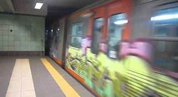 Ανδρας έπεσε στις γραμμές του τρένου - Στον σταθμό Βικτώρια