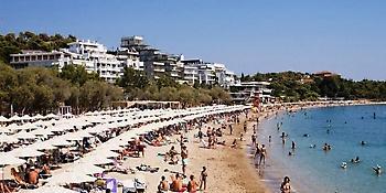 Οι 57 ακατάλληλες παραλίες σε Σαρωνικό, Ευβοϊκό και δυτική Αττική