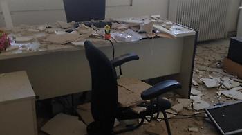 Φωτογραφίες: Έπεσε το ταβάνι σε γραφείο του υπουργείου Ανάπτυξης