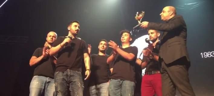 Τα αδέρφια και οι κολλητοί του Παντελίδη παρέλαβαν το βραβείο στα ΜAD (video)