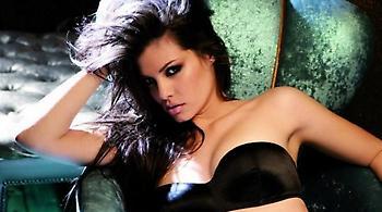 Το σέξι κορμί της Μαρίας Κορινθίου δίπλα στην πισίνα (video)