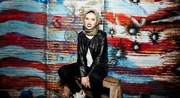 Μια μουσουλμάνα με μαντήλα στο Playboy