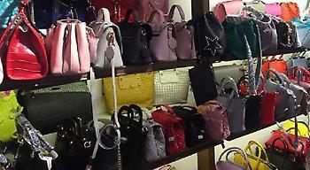 Συνελήφθησαν Κινέζες στο κέντρο της Αθήνας: Πωλούσαν μαϊμού τσάντες και πορτοφόλια