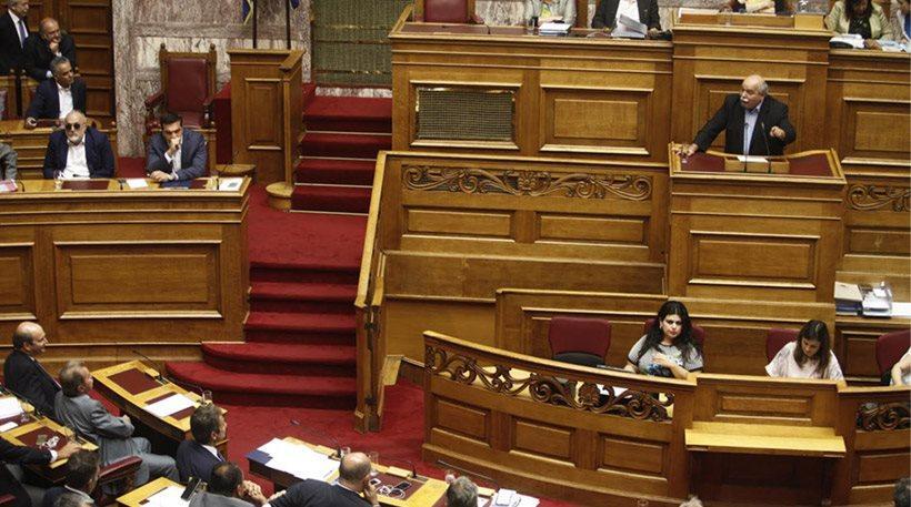 «Μισή» η τροπολογία για τις τηλεοπτικές άδειες