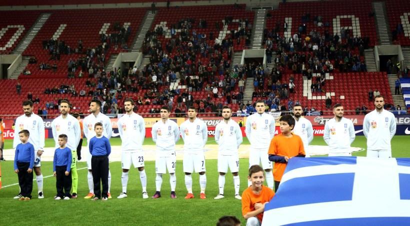 Συνθήματα υπέρ Ολυμπιακού και κατά Τζαβέλλα στο παιχνίδι της Εθνικής
