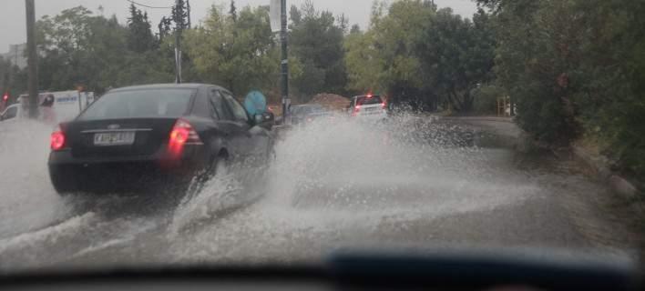 Σοβαρά προβλήματα από τη βροχή στην Αττική - Πλημμύρες και εγκλωβισμοί σε ΙΧ