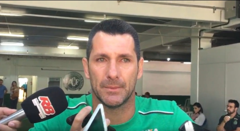 Ο γηραιότερος παίκτης της Σαπεκοένσε απέφυγε την μοιραία πτήση και σταματά το ποδόσφαιρο (video)