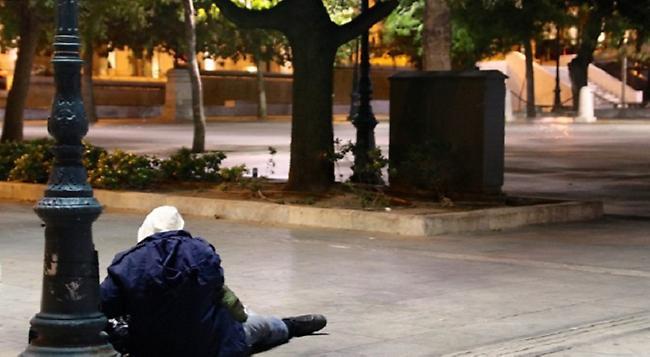 Η ιστορία του άστεγου που τον εξαπάτησε ο αδερφός του και τα έχασε όλα