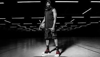 Ζήσε την απόλυτη μπασκετική εμπειρία Play Harden της adidas