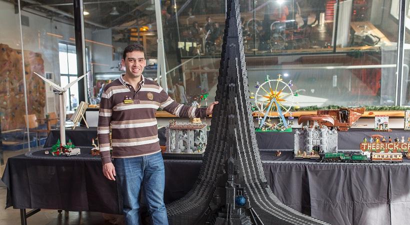Εφτιαξαν διαστημόπλοιο από 29.000 τουβλάκια-Κοστίζει 2.000 ευρώ