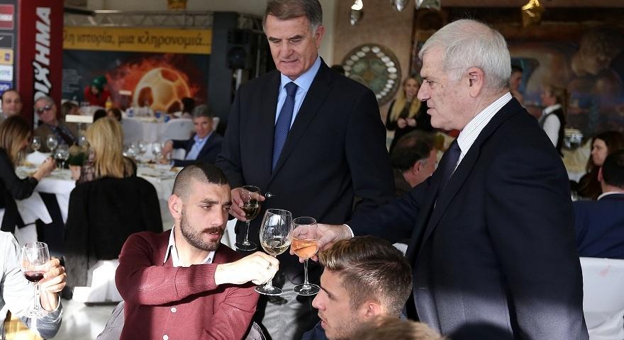Τσούγκρισαν ποτήρια Μελισσανίδης και Αραβίδης στη γιορτή της ΑΕΚ (pics)