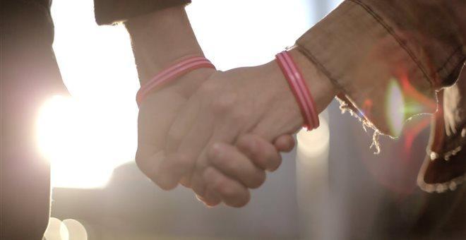 Επίδομα γάμου και για τα σπιτικά με σύμφωνo συμβίωσης