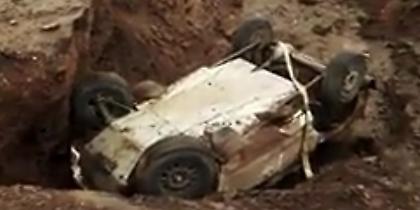 Ιθαγενείς στην Αργεντινή κάνουν μαγικά για να βγει αυτοκίνητο από γκρεμό στο Ντακάρ (video)