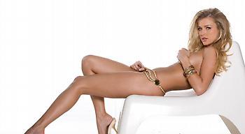 Η Τζοάνα Κρούπα (τι άλλο;) γυμνή