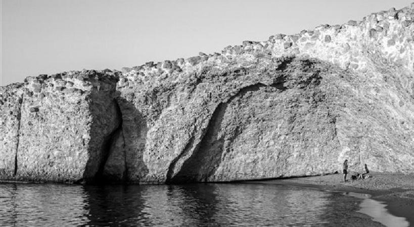 Η Vogue προτείνει τη Μήλο σαν το καλύτερο ελληνικό νησί για το 2017