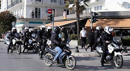 Άγριο ξύλο μεταξύ οπαδών της Σάλκε και της Παρτιζάν στο κέντρο της Θεσσαλονίκης (pics/video)