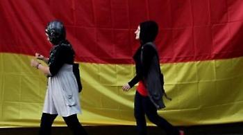 Γερμανικός «μεγάλος αδελφός» για τους πρόσφυγες