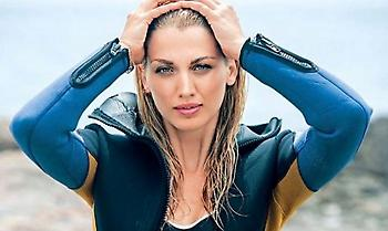 Έπιασαν οι ζέστες την Κωνσταντίνα Σπυροπούλου!