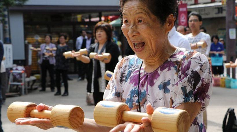 Ιαπωνία: Ηλικιωμένοι οδηγοί που παραδίδουν το δίπλωμά τους κερδίζουν... έκπτωση στην κηδεία τους