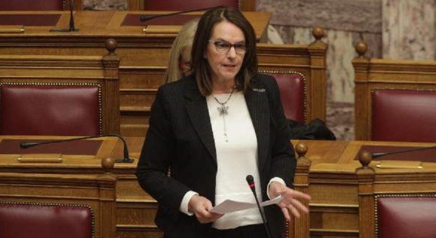 Η υφυπουργός Οικονομικών αποκάλεσε «εγκληματική οργάνωση» την ΧΑ-Αντέδρασε ο Κασιδιάρης